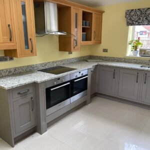 Silkstone Tuscan Grey Quartz with shaping around hob